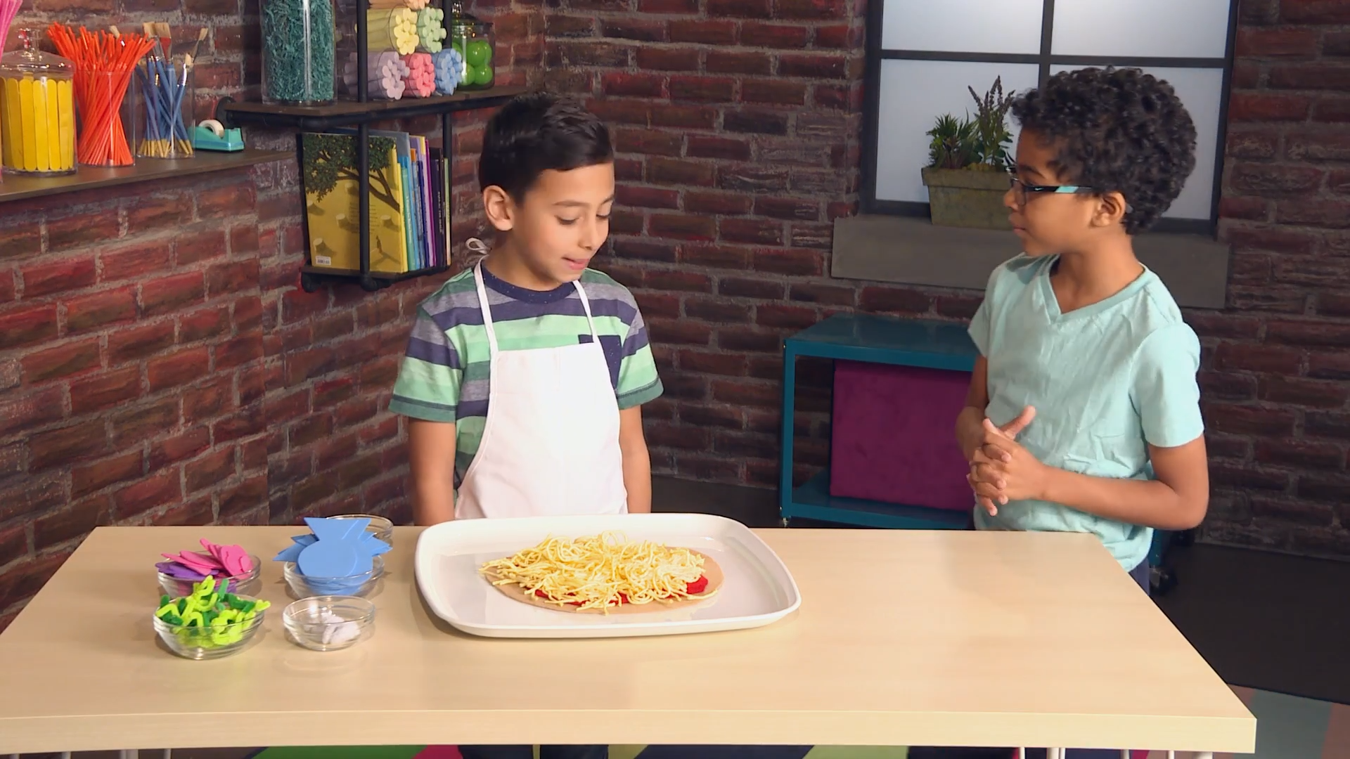 Pizza crafts - pretend play pizza parlor